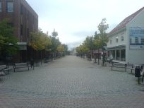 Plaza in Stjørdal, Norway. From en.wikipedia.org/wiki/File:Kjoepmannsgata.JPG.