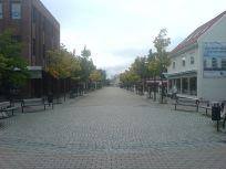 Plaza in Stjørdal, Norway. From en.wikipedia.org/wiki/File:Kjoepmannsgata.JPG.