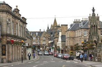 Commercial strip in Tain, Scotland. From en.wikipedia.org/wiki/File:Tain_01.jpg.